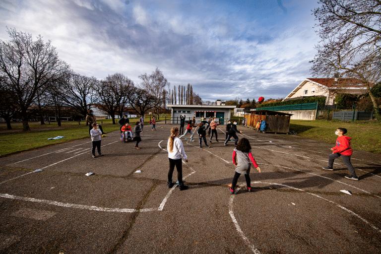Terrain de handball& parcours de circulation routière